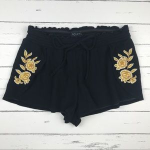 Kendall & Kylie Embroidered Flower Shorts Size S